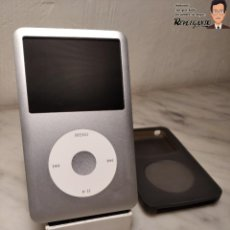 Segunda Mano: REPRODUCTOR IPOD CLASSIC COLOR GRIS DE 80GB (APPLE MODELO A1238) + REGALOS. Lote 220704572