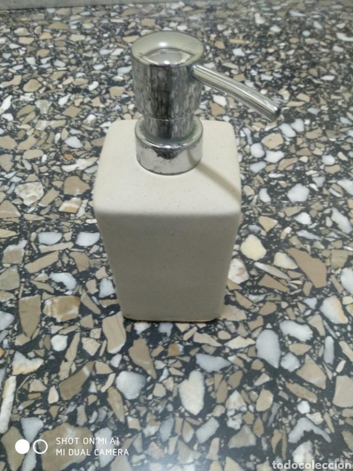 Segunda Mano: Accesorios baño y 2 tapones decorativos lavabo - Foto 5 - 236197530