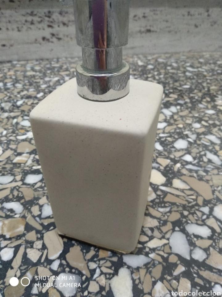 Segunda Mano: Accesorios baño y 2 tapones decorativos lavabo - Foto 7 - 236197530