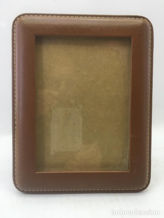 MARCO PORTA FOTO PARA SOBREMESA - PIEL CON COSTURAS - INTERIOR 16,80 X 11,80 CM - REF. MAR-06 (Segunda Mano - Hogar y decoración)