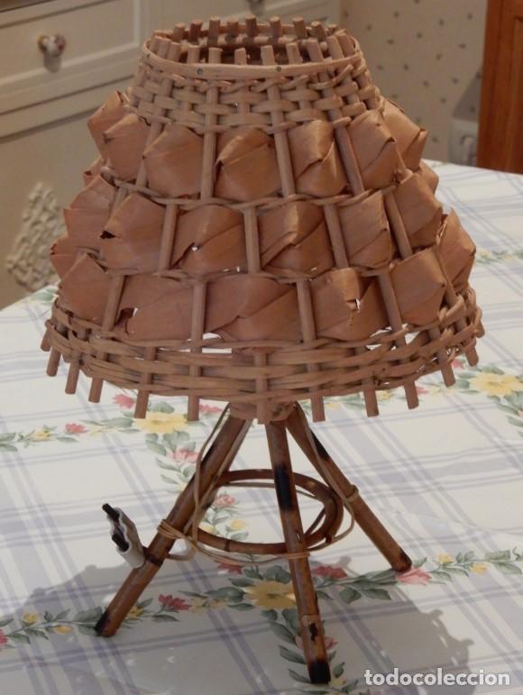 LAMPE DE TABLE EN ROSEAU ET FEUILLES DE PALMIER. CC123 (Segunda Mano - Hogar y decoración)