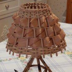 Segunda Mano: LAMPE DE TABLE EN ROSEAU ET FEUILLES DE PALMIER. CC123. Lote 253919345