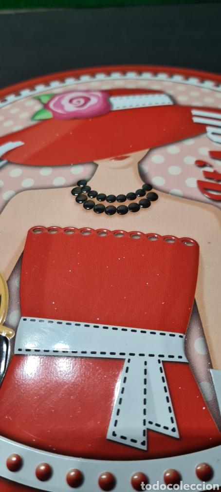 Segunda Mano: Curiosa placa o tapa con motivos vintage. Ideal para decoración. - Foto 2 - 257420150