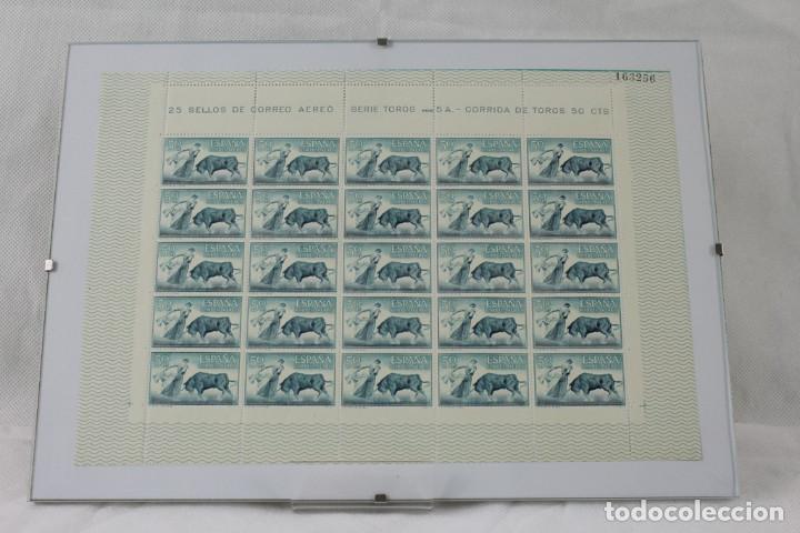Sellos: CINCO hojas completas dedicadas al tema de la tauromaquia, intactas, enmarcadas. España 1960 - Foto 6 - 219978073
