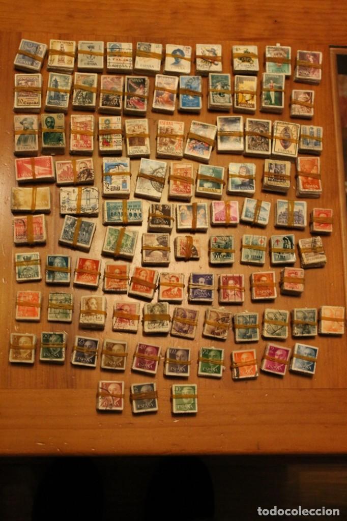 LOTE DE 94 PASTILLAS DE SELLOS USADOS DE ESPAÑA (VER FOTOS) (Sellos - España - II Centenario De 1.950 a 1.975 - Usados)