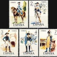 Francobolli: ESPAÑA. AÑO 1975, EDIFIL 2277/81** ''UNIFORMES MILITARES V''./ NUEVOS, SIN FIJASELLOS. MNH.. Lote 248481010