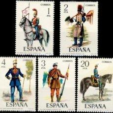 Francobolli: ESPAÑA. AÑO 1977, EDIFIL 2381/85** ''UNIFORMES MILITARES''./ NUEVOS, SIN FIJASELLOS. MNH.. Lote 248481605