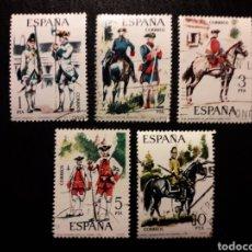 Sellos: ESPAÑA EDIFIL 2236/40 SERIE COMPLETA USADA 1975 UNIFORMES MILITARES. PEDIDO MÍNIMO 3€. Lote 254844035