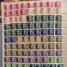 Francobolli: LOTE DE SELLOS NUEVOS EN BLOQUE DE CUATRO. BÁSICA FRANCO 1955. DIVERSOS VALORES. Lote 260642860