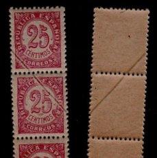 Sellos: CL3-33 ESPAÑA 1938 CIFRAS EDIFIL Nº 749 - 25C, EN TRIPTICO VERTICAL VARIEDAD DE DEFECTO DE IMPRESION. Lote 98685907