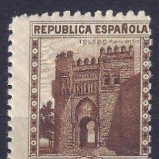 Sellos: EDIFIL 772 PUERTA DEL SOL. TOLEDO. 1938 (VARIEDAD..DENTADO 10 DE LÍNEA /VERTICAL DESPLAZADO). MNH **. Lote 105068447
