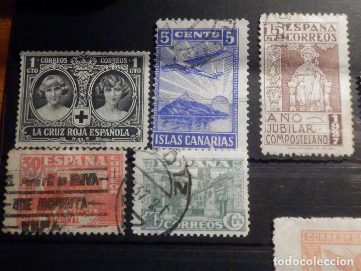 Sellos: Lote 16 sellos Edifil 325,609, 970, 971,975, 811, 806, 805, 808, 256 + varios beneficencia y Cadiz - Foto 2 - 195793766