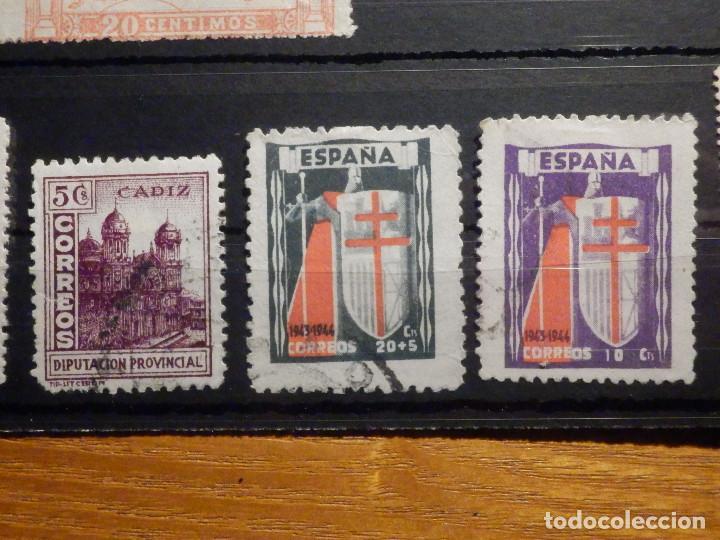 Sellos: Lote 16 sellos Edifil 325,609, 970, 971,975, 811, 806, 805, 808, 256 + varios beneficencia y Cadiz - Foto 5 - 195793766