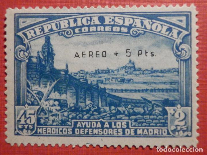 EDIFIL Nº 759 DEFENSA MADRID - AEREO + 5 PESETAS - AÑO 1938, CON GOMA, SIN FIJASELLOS CATÁLOGO 900 € (Sellos - España - II República de 1.931 a 1.939 - Nuevos)