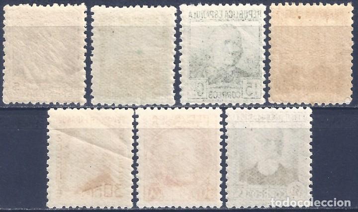 Sellos: EDIFIL 681-688 PERSONAJES 1933-1935 (SERIE COMPLETA) (VARIEDAD...686t SIN PIE DE IMPRENTA). MNH ** - Foto 2 - 243099900