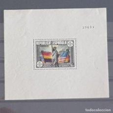 Sellos: ESPAÑA, 1938, 150 ANIV. CONSTITUCIÓN EE.UU., EDIFIL 764*, HOJA BLOQUE, NUEVO, FIJASELLO, ( LOTE AR ). Lote 277249388
