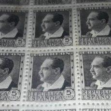 Sellos: BLOQUE DE 50 SELLOS 5 CENTIMOS EDIFIL 681 1933 1935 REPUBLICA ESPAÑOLA PERSONAJES NUEVOS. Lote 281776088