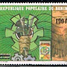 Sellos: BENIN 395, EXPOSICION FILATELICA INTERNACIONAL PHILEXAFRIQUE, 1985, MANO Y HERRAMIENTAS, USADO. Lote 170526976