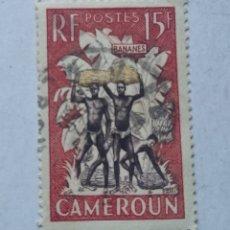 Sellos: SELLO CAMERÚN CAMEROUN CARGANDO BANANAS BANANES USADO. Lote 252538055