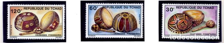 REPUBLIQUE DU TCHAD - CHAD 1976 - IVERT 319/21 - CALABAZAS PIROGRABADAS - ARTESANIA - NUEVOS - 3 VAL (Sellos - Extranjero - África - Chad)