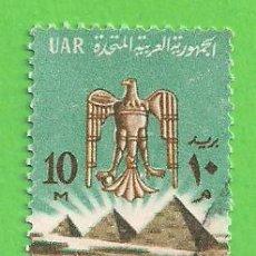 Francobolli: EGIPTO - MICHEL 722A - YVERT 583 - ESCUDO DE ARMAS Y PIRÁMIDES DE GIZA. (1964).. Lote 215986815