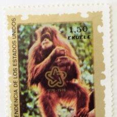 Sellos: SELLO DE GUINEA ECUATORIAL 1,5 E - BICENTENARIO EEUU ORANGUTAN - USADO SIN SEÑAL DE FIJASELLOS. Lote 236122855