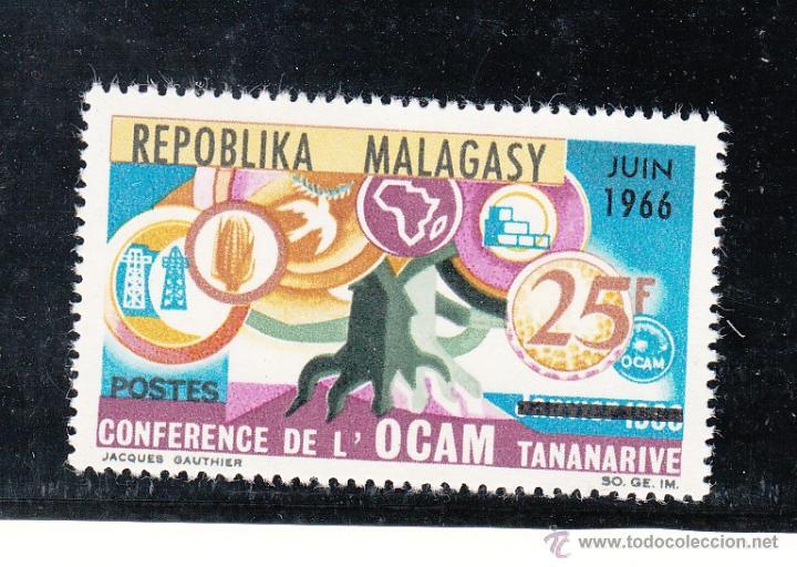 MADAGASCAR 424 SIN CHARNELA, CONFERENCIA ORGANIZACION CIUDAD AFRICANA Y MALGACHE EN TANANARIVE (Sellos - Extranjero - África - Madagascar)