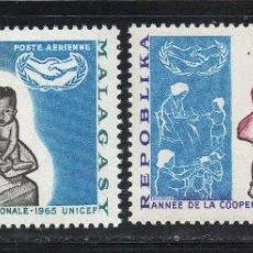 Sellos: MADAGASCAR AEREO 98/99** - AÑO 1965 - MEDICINA - AÑO DE LA COOPERACION INTERNACIONAL . Lote 56623740