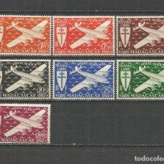 Sellos: MADAGASCAR CORREO AEREO COLONIA FRANCESA YVERT NUM. 55/61 * SERIE COMPLETA CON FIJASELLOS. Lote 153084538