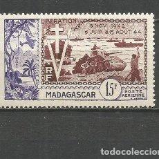 Sellos: MADAGASCAR CORREO AEREO COLONIA FRANCESA YVERT NUM. 74 * SERIE COMPLETA CON FIJASELLOS. Lote 153084882