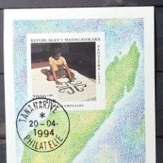 Sellos: HOJA BLOQUE DE MADAGASCAR 1995 TAPICERÍA AMPANIHY. Lote 166772236
