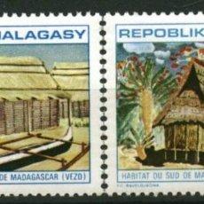 Sellos: MADAGASCAR 1971 - HABITAT MALGACHE - YVERT Nº 493/494**. Lote 220983480