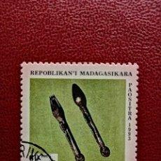 Sellos: MADAGASCAR - VALOR FACIAL 60 - AÑO 1993 - TENEDOR Y CUCHARA. Lote 222088568