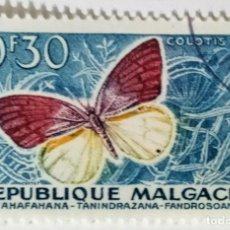 Sellos: SELLO DE MADAGASCAR 0,30 F - 1960 - MARIPOSAS - USADO SIN SEÑAL DE FIJASELLOS. Lote 245384615