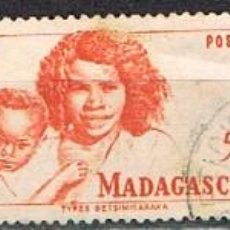 Sellos: MADAGASCAR (COLONIA FRANCESA) IVERT Nº 311/3 (1946), TIPOS MALGACHES, USADO. Lote 250211215