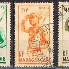 Sellos: MADAGASCAR (COLONIA FRANCESA) IVERT Nº 301/3 (1945), BAILARIN DEL SUR, USADO. Lote 250213260