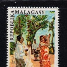 Sellos: MADAGASCAR AEREO 100** - AÑO 1966 - FOLKLORE - DANZA SAKALAVE. Lote 267631014