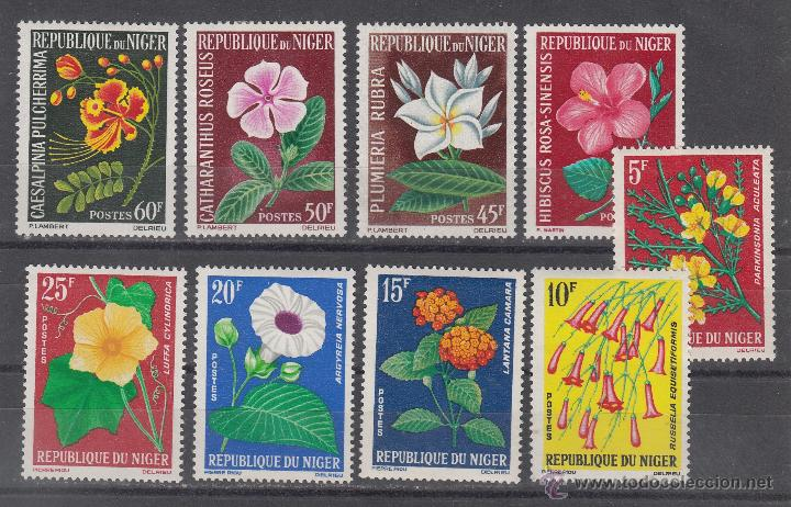 NIGER 135/43 CON CHARNELA, FLORES, (Sellos - Extranjero - África - Niger)