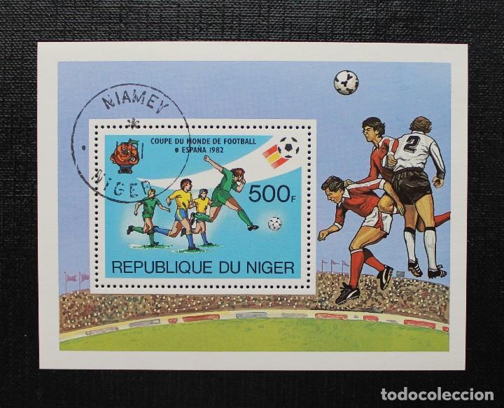 Sellos: NIGER 1982, COUPE DU MONDE DE FOOTBALL, ESPAÑA 82 COPA MUNDIAL DE FUTBOL, SERIE COMPLETA - Foto 3 - 87549264