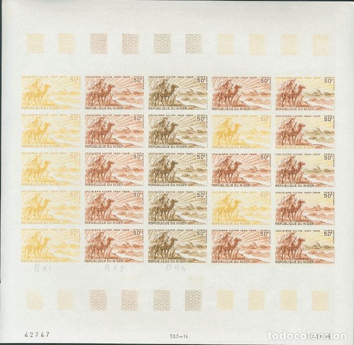NÍGER, AÉREO. MNH **YV 115(25). 1969. 50 F MULTICOLOR, HOJA COMPLETA DE VEINTICINCO SELLOS. ENSAYOS (Sellos - Extranjero - África - Niger)