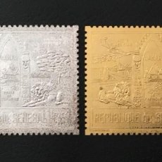 Sellos: 1974-SENEGAL YVERT N. 144/145 FAUNA LEONES DAKAR ORO Y PLATA 2 VALORES MNH ORO FOIL. Lote 234900030