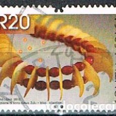 Sellos: AFRICA DEL SUR Nº 2048, ARTESANÍA ZULÚ, BUFANDA HECHA CON MATERIAL DE LEONES, USADO. Lote 240860395