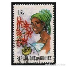 Francobolli: REPUBLIQUE DE GUINÉE 1966. MI 369A, YT 274. TRAJES. FLORES Y MUJERES. USADO. Lote 142253818