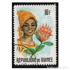 Timbres: REPUBLIQUE DE GUINÉE 1966. MI 374A, YT 279. TRAJES. FLORES Y MUJERES. USADO. Lote 142254118