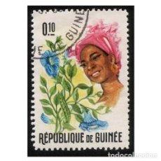 Timbres: REPUBLIQUE DE GUINÉE 1966. MI 378A, YT 283. TRAJES. FLORES Y MUJERES. USADO. Lote 142254158