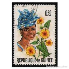 Timbres: REPUBLIQUE DE GUINÉE 1966. MI 379A, YT PA67. FLORES Y MUJERES. USADO. Lote 142254202