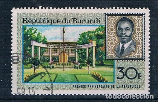 BURUNDI SELLO USADO CON ALGO DE GOMA (Sellos - Extranjero - África - Otros paises)