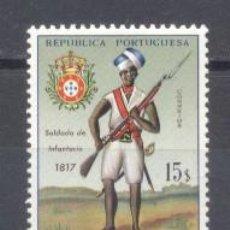Sellos: MOZAMBIQUE, COLONIA PORTUGUESA, 1965/66,UNIFORMES MILITARES, NUEVO. Lote 245279375