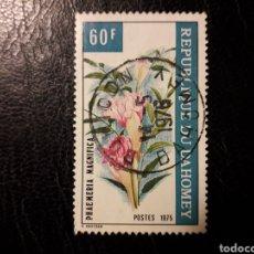 Sellos: DAHOMEY YVERT 363 SELLO SUELTO USADO 1975 FLORA. FLORES PEDIDO MÍNIMO 3€. Lote 296752463