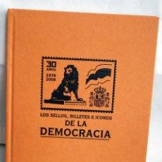 Sellos: 30 AÑOS 1978 2008 LOS SELLOS BILLETES E ICONOS DE LA DEMOCRACIA ALBUM VACIO EL MUNDO TAPAS DURAS. Lote 43756547